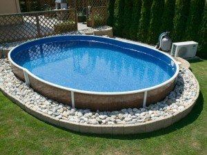Открытый бассейн около парильни