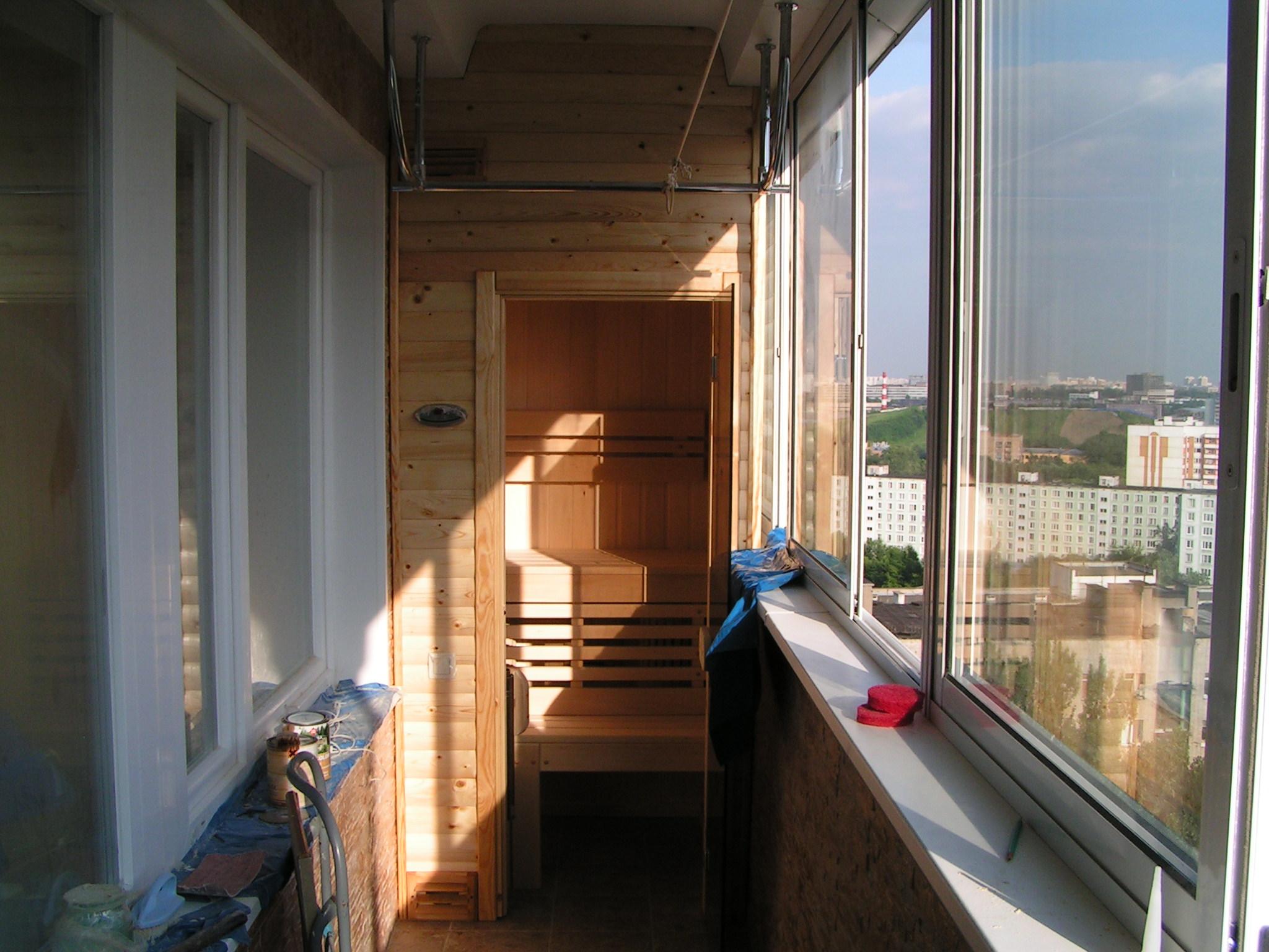 Как правильно называется балкон между домами.