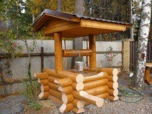 Элегантный деревянный источник воды