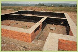 Ленточный фундамент популярен для бани