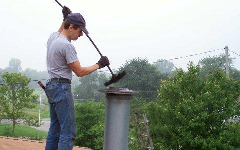 Как и чем самостоятельно прочистить дымоход