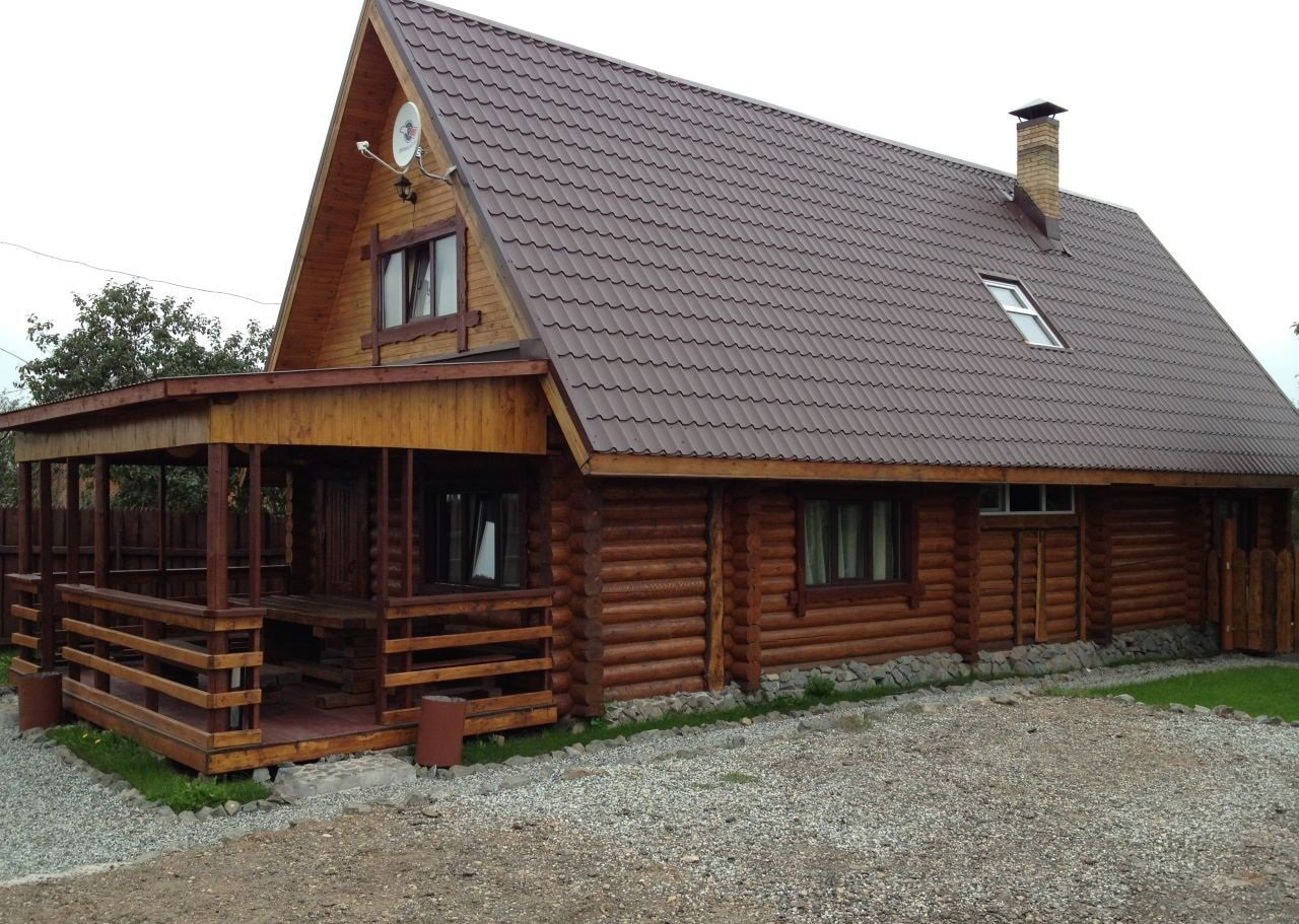 Двухэтажное строение с летней кухней